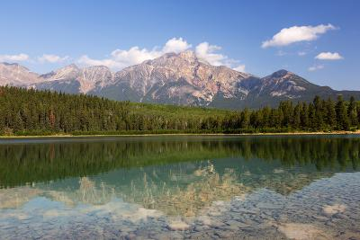 Canada, Alberta, Jasper NP, Pyramid Mountain and Patricia Lake