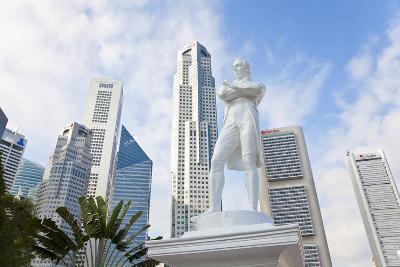 Statue of Sir Stamford Raffles and Skyline, Singapore, Southeast Asia