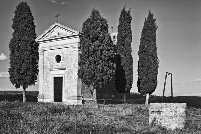 Italy, Tuscany. Vitaleta Chapel in the Val d'Orcia