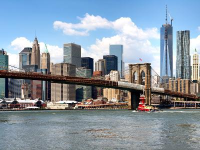 Skyline of NYC with One World Trade Center and East River, Manhattan and Brooklyn Bridge, US