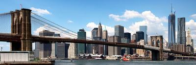 Panoramic Skyline of New York City, Manhattan and Brooklyn Bridge, One World Trade Center, US