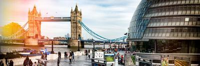 Moment of Life to City Hall with Tower Bridge - City of London - UK - England - United Kingdom