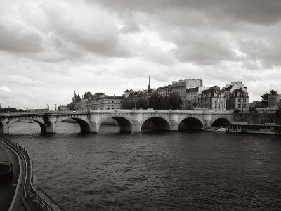 Pont Neuf Bridge and the Conciergerie in the background, Paris, France