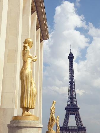 View of statues with Eiffel Tower in the background, Paris, France