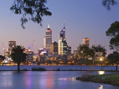 Swan River and James Mitchell Park at dusk