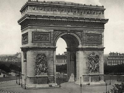 View of L'Arc De Triomphe in Paris