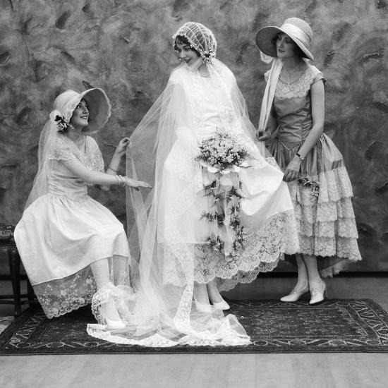 1900s-1910s Bride With One Bridesmaid On Either Side