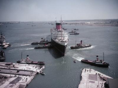 Queen Elizabeth in Southampton Harbor
