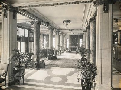 Interior of the Hotel Elton