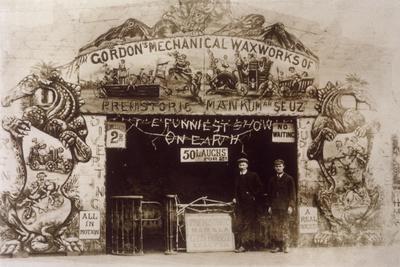 Gordon's Waxworks, 1907