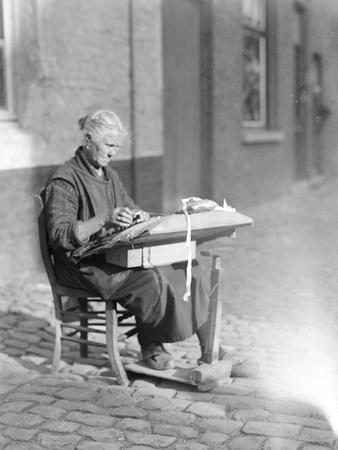 Old Lace Maker