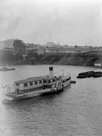 Show Boat' on Thames