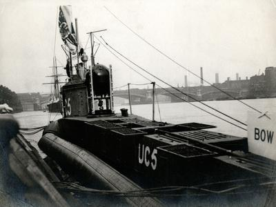WW1 - Captured Uc5 U-Boat in the River Thames