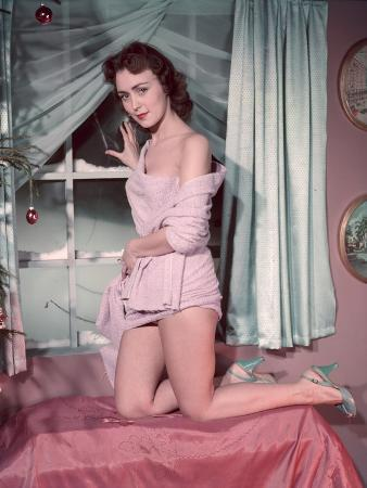 Pin-Up in Bathrobe 3, 5
