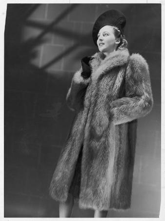 Three-Quarter Length Silver Fox Fur Coat with Roll Collar and Deep Side Pockets