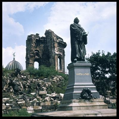Dresden: Ruins of the Frauenkirche (Church of Our Lady) with a Statue of Martin Luther