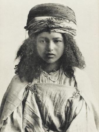 Pretty Algerian Nomadic Girl