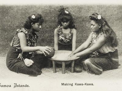 Samoan Women - Making Kawa-Kawa