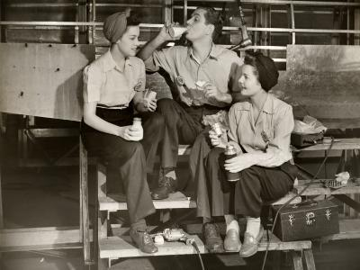 Ww Ii Aircraft Workers Having Lunch