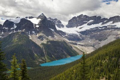 Canada, Mount Assiniboine Provincial Park, Lake Gloria from Wonder Pass Viewpoint