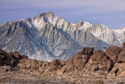 Usa, California, Lone Pine Peak from Alabama Hills, near Lone Pine