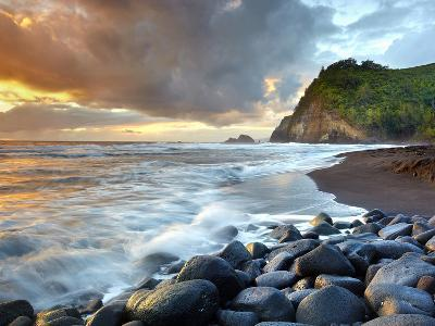 Coast of Pololu Valley, Big Island, Hawaii, USA