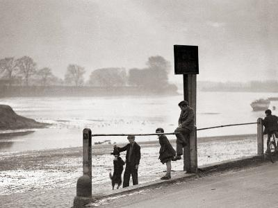 Children Playing on the Banks of the River Thames, Chiswick, London