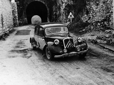 Citroën 15/6 in the Monte Carlo Rally, 1955