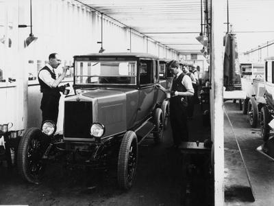 1928 Morris Cowley Saloon Paint Shop, C1928