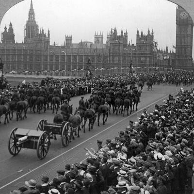 Artillery in the Great March of the Empire's Forces, Westminster Bridge, London, 1919