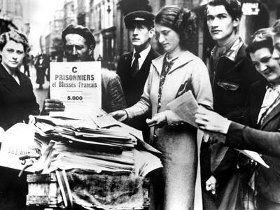 Distribution of the First Official Lists of Wounded and Captured French People, Paris, 25 July 1940