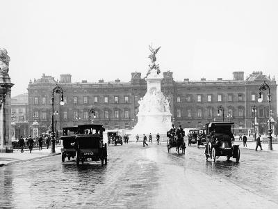 Buckingham Palace and the Mall, London, 1910
