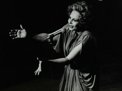 Marion Montgomery Singing at the Forum Theatre, Hatfield, Hertfordshire, 17 March 1979