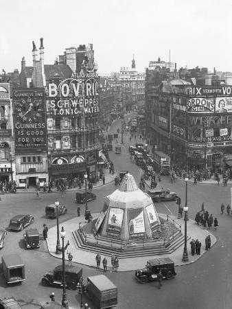 View of Shaftesbury Avenue and Piccadilly Circus