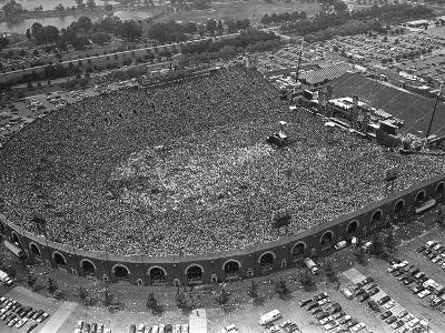 Fans Jam Philadelphia's Jfk Stadium During the Live Aid Concert