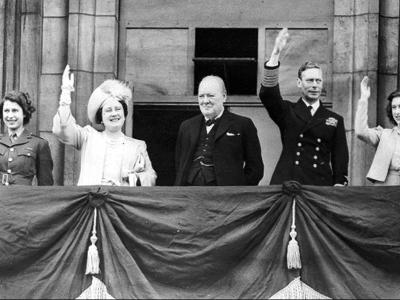 WWII Britain VE Day Royal Family