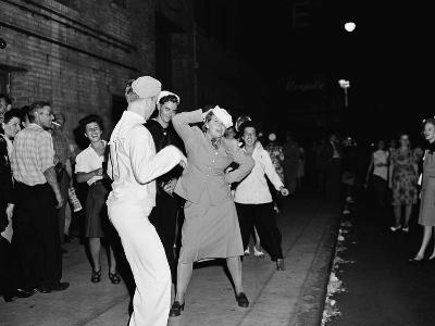 WWII VJ Day US Reactions 1945