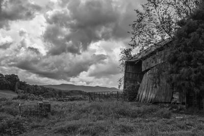 Mayberry Barn 2 BW