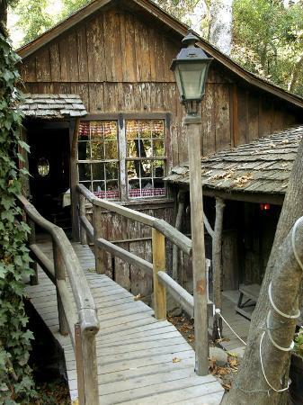 Coldsprings Tavern, Santa Barbara, California, USA