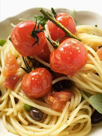 Spaghetti with Cherry Tomatoes and Olives