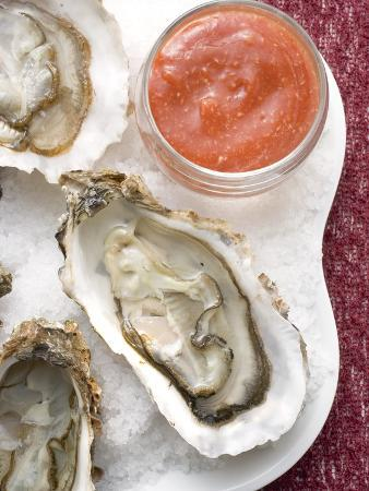 Fresh Oysters with Tomato Sauce