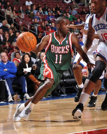 Milwaukee Bucks v Philadelphia 76ers: Earl Boykins and Marreese Speights
