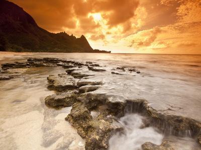 Kauai, Hawaii: Sunset on Tunnels Beach