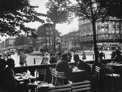 Street Cafe and Potsdamer Platz in Berlin, 1920-1929