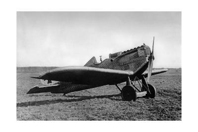 Eine Junkers D.I parkt auf einem Feld, 1918