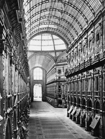 Galleria Vittorio Emanuele Ii in Milano, 1930s