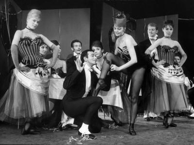 """Cyd Charisse and Roland Petit segment """"Deuil en 24 heures"""": Les Collants Noirs, 1960"""