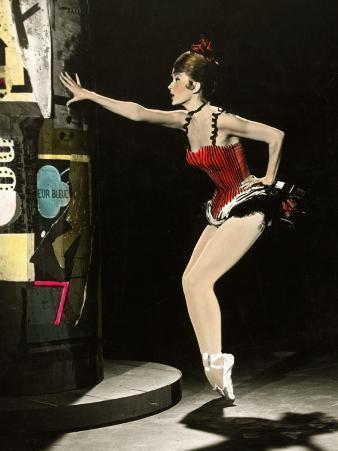 """Cyd Charisse segment """"Deuil en 24 heures"""": Les Collants Noirs, 1960"""