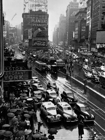 Times Square During a President Franklin D. Roosevelt Speech Transmission, New York, 1941