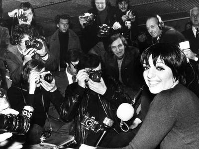 Liza Minnelli Is Surrounded by Photographers During an Airport News Conference in Paris
